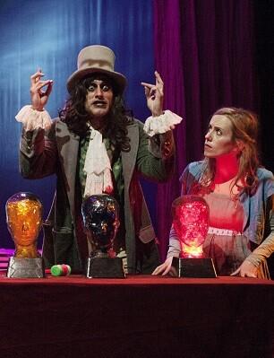 'Alicia en Wonderland'. uno de los grandes títulos estrenados la pasada temporada y que vuelve a la escena valenciana.