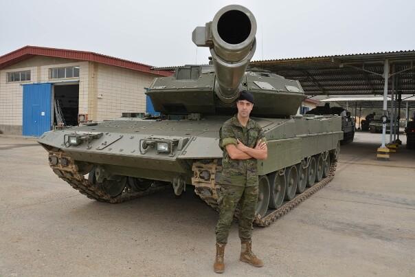El soldado Cerezo en su unidad de destino (Foto:BRIMZ X