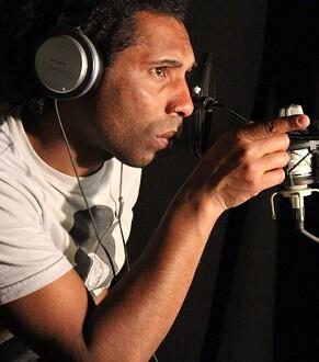 Brown aborda sonoridades como el funk, reggae, hip hop y candombe.
