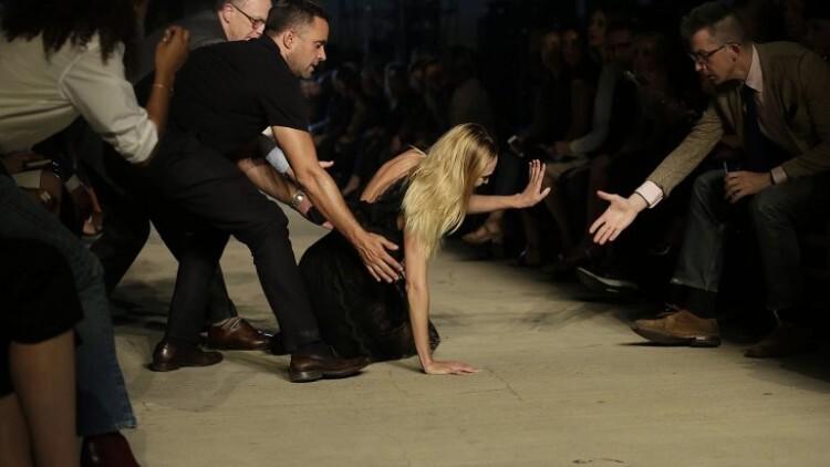 Candice Swanepoel modelo de Victoria s Secret se cayo (7)