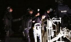 Cerca de 60 internos intentan escapar del Centro de Internamiento de Extranjeros de Valencia.