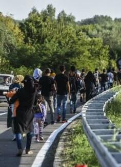 Croacia advirtió el jueves que no podía asumir el tremendo flujo de personas que están llegando al país.