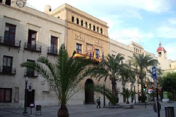 C's logra que el Ayuntamiento de Elche apruebe un modelo educativo trilingüe.
