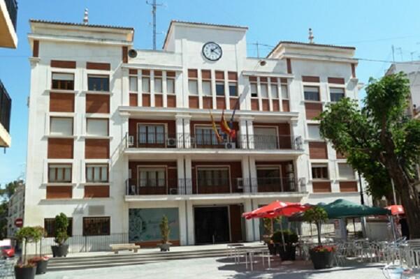 El Ayuntamiento de Chiva denuncia una presunta del ex alcalde José Manuel Haro.