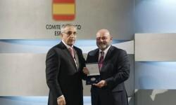 El Gobierno distingue al presidente de la Federación de Halterofilia Emilio Estarlik.