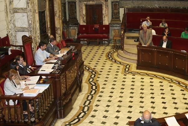 El Pleno acuerda declarar a Valencia 'Ciudad refugio'.