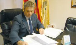 El asesor juridico del ICOFCV en la sede colegial