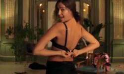 El divertido vídeo del striptease de Irina Shayk