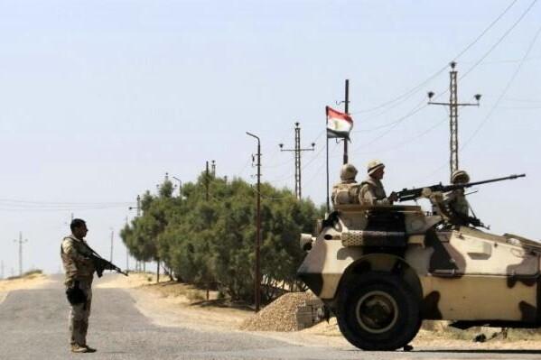 El ejército de Egipto mata por error a 12 turistas egipcios y mexicanos.