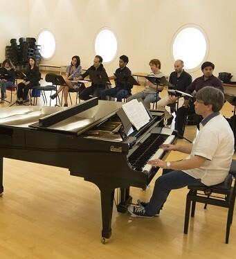 Ensayos de 'La Bohème'. El centro de artes recupera el montaje de 'La Bohème' que estrenó Davide Livermore en Valencia, en diciembre de 2012. (Foto-Tato Baeza).
