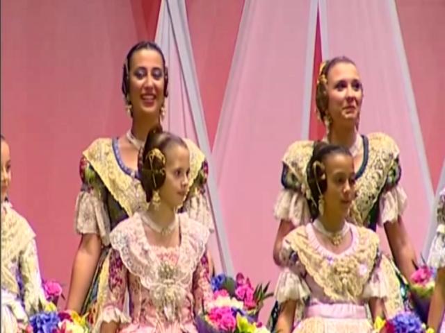 Fallas; Los rostros de la emoción en la Corte de honor y candidatas a Fallera Mayor de Valencia (17)