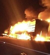 Incendio de un camión en una imagen de archivo.