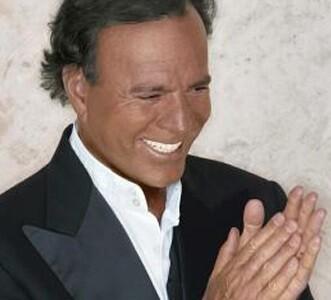 Julio Iglesias fue otro de los artistas que ofreció un concierto.