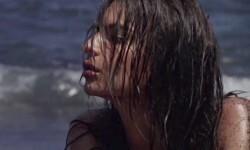 La supermodelo Emily Ratajkowski, cubierta sólo con arena (5)