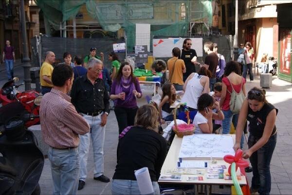 Lambda sale a la calle un año más en el Día Internacional de la Visibilidad Bisexual.