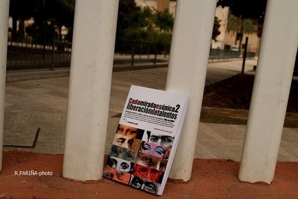 Liberación del libro en el barrio de Marxalenes (Foto-R.Fariña-Valencia Noticias).