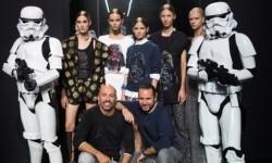 Los Soldados Imperiales han custodiado a las modelos y los diseñadores en el backstage del desfile (2)