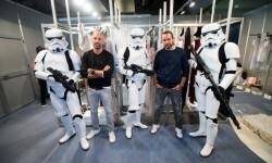 Los Soldados Imperiales han custodiado a las modelos y los diseñadores en el backstage del desfile (3)