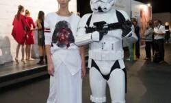 Los Soldados Imperiales han custodiado a las modelos y los diseñadores en el backstage del desfile (4)