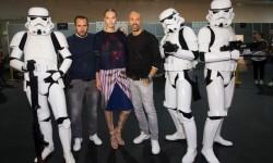 Los Soldados Imperiales han custodiado a las modelos y los diseñadores en el backstage del desfile (6)
