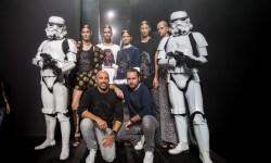 Los Soldados Imperiales han custodiado a las modelos y los diseñadores en el backstage del desfile (7)