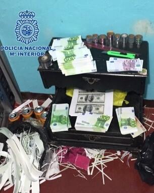 Los agentes se incautaron de 2,3 millones de euros, 1,1 millones de dólares y 11 millones de pesos colombianos, todos ellos falsos.