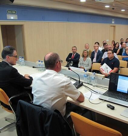 Los representantes en la mesa redonda reclamaron mayores dosis de sensibilidad para los transporte.