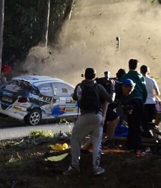 Momento del impacto del vehículo. (Foto-VLCNoticias).