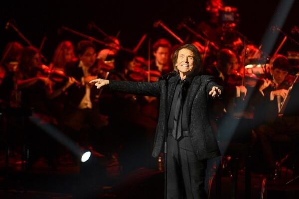 """Raphael amplía sus conciertos en Valencia debido a """"la gran demanda"""" de localidades."""