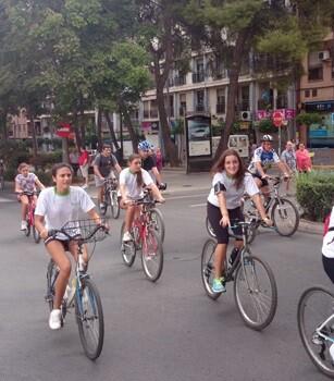 Tanto en la ciudad de Alicante como en Castellón la gente disfrutó del transporte público y la bicicleta.