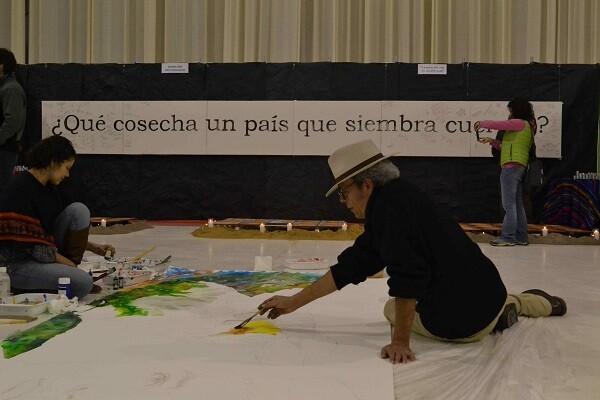 Una acción artística durante la feria 2014.