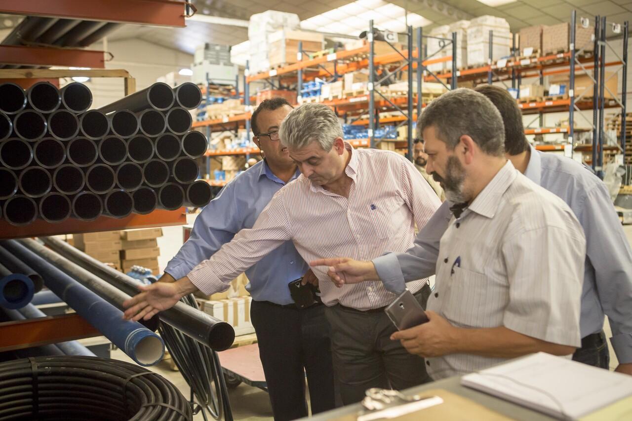 Una delegación palestina descubre la gestión tecnológica del grupo Aguas de Valencia (2)