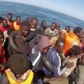 La Guardia Civil rescata a 49 inmigrantes subsaharianos que viajaban a bordo de una patera cerca de la isla de Alborán (Almería)