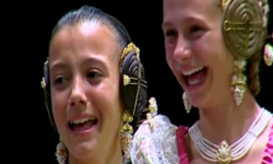 rostros de emoción en  Corte de honor y candidatas a Fallera Mayor Infantil de Valencia fallas (27)