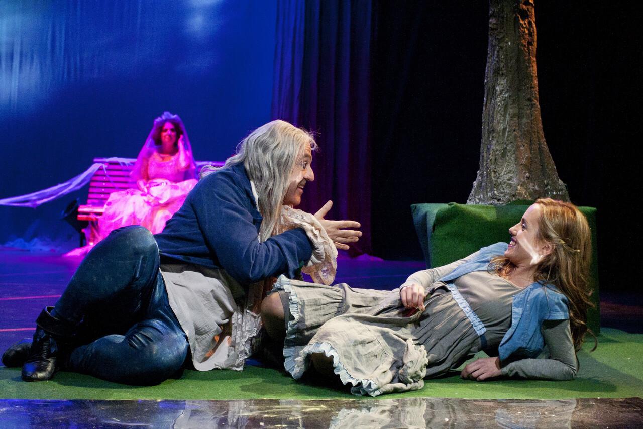 'Alicia en Wonderland' es un alucinante viaje a través del espejo.