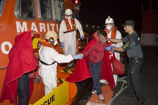113 inmigrantes llegan hasta la costa de Cádiz a bordo de cinco pateras.
