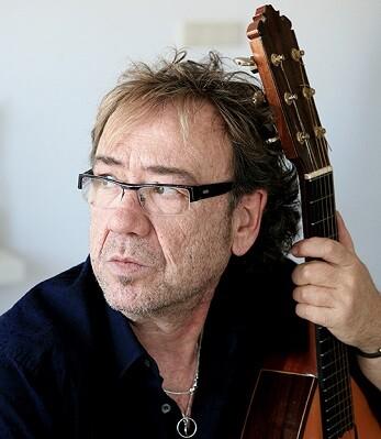 A partir de las 20 horas Miquel Gil, ofrecerá una actuación en la que se hará un recorrido por su trayectoria musical.
