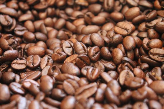 El estudio confirma la presencia de fumonisinas, aflatoxinas, tricotecenos y micotoxinas emergentes en el café. / Yo_aguilar