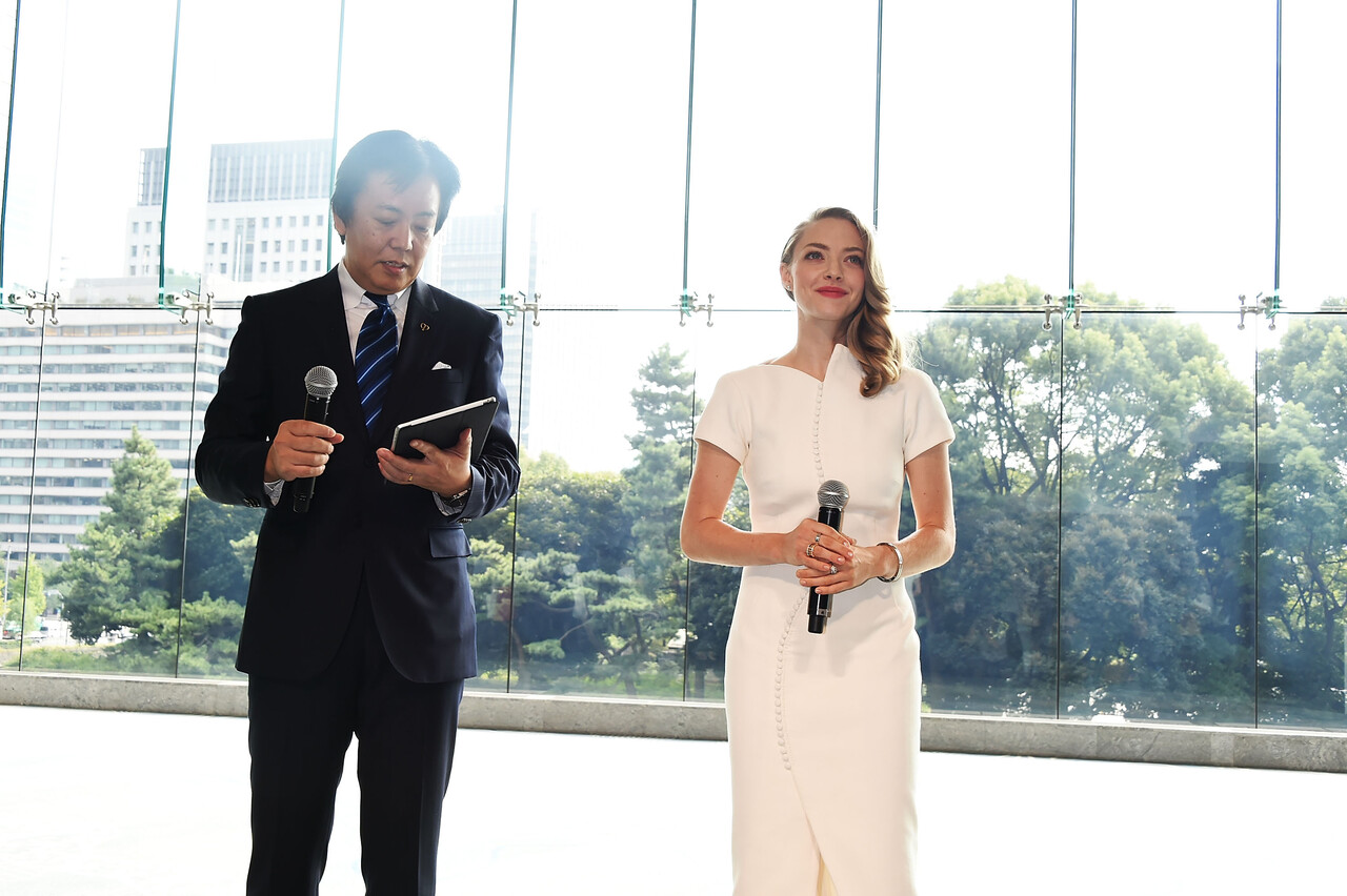 TOKYO, JAPAN - OCTOBER 09:  Amanda Seyfried and General Manager of Shiseido Co., Ltd. Keiichi Fujii attend the promotional event for Shiseido's Cle de Peau Beaute at the Palace Hotel on October 9, 2015 in Tokyo, Japan.  (Photo by Jun Sato/Getty Images for Shiseido) *** Local Caption *** Amanda Seyfried; Keiichi Fujii