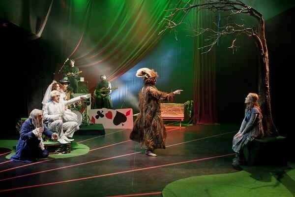 Arranca la programación de Sala Russafa con 'Alicia en Wonderland' y dos estrenos.