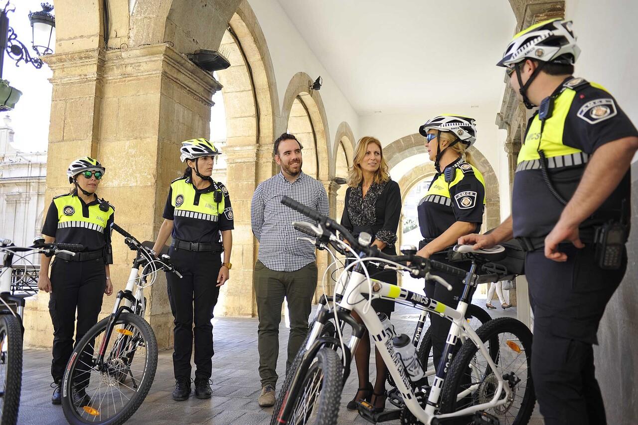Bicicletas AMUS Castellón pone en marcha la primera patrulla ciclista de Agentes de Movilidad Urbana 02