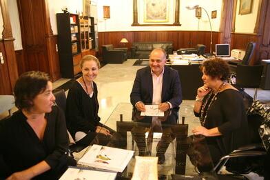 Calabuig recibió ayer a los representantes de AVETID.