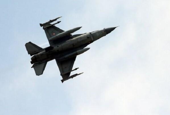 Cazas turcos interceptan un avión ruso que violó su espacio aéreo con frontera en Siria.