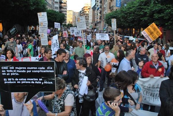 Cientos de personas se manifiestan en el Día Internacional por la Erradicación de la Pobreza.