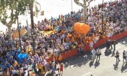 C's celebra el 9 d'Octubre lanzando cientos de globos en la Plaza del Ayuntamiento de Valencia.