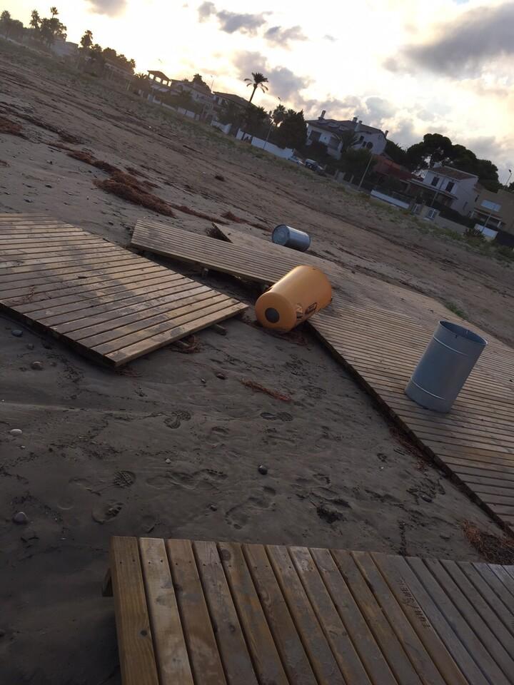 Destrozos playa