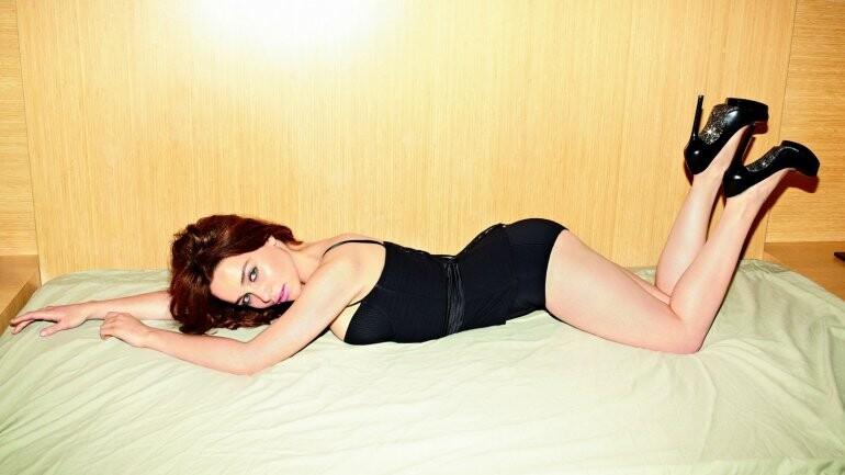 El desnudo de Emilia Clarke para la revista Esquire (1)