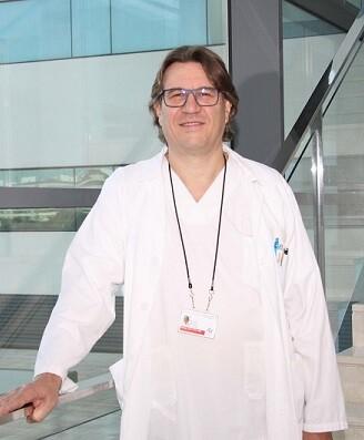 El doctor es premiado por su labor desarrollada durante más de 20 años de carrera profesional en el campo de la Neurología.