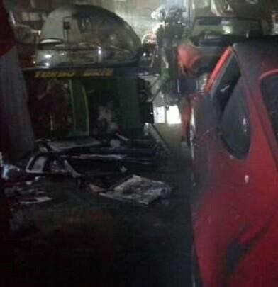 El fuego se propagó por todo el interior del garaje y afectó a una caldera de gasoil y a unos neumáticos.