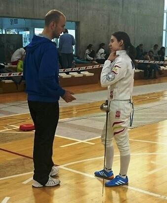 El maestro Orduña dando instrucciones a Miriam Muñoz.